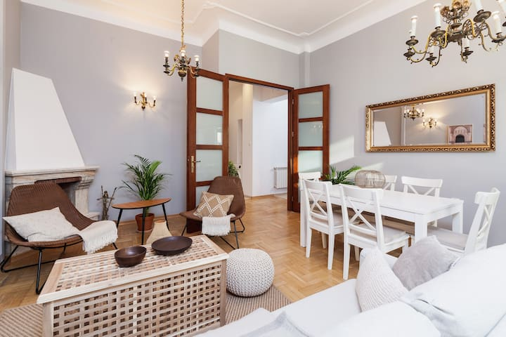 Main Square Apartment/ Private Parking/ Św. Krzyża