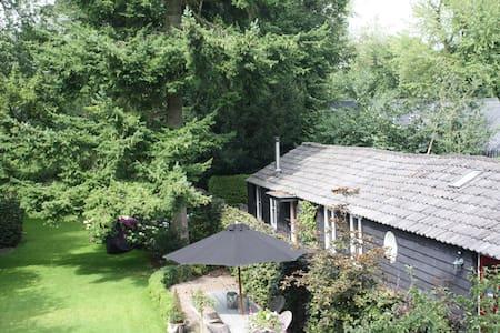 Charmant huisje in rust en groen - Ház