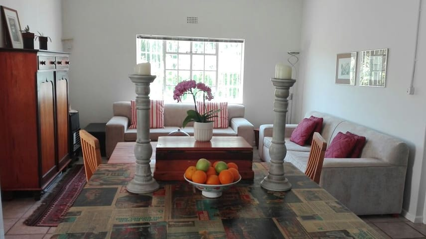 Olive and Vine Farm Cottage, 10min walk from town! - Franschhoek - House