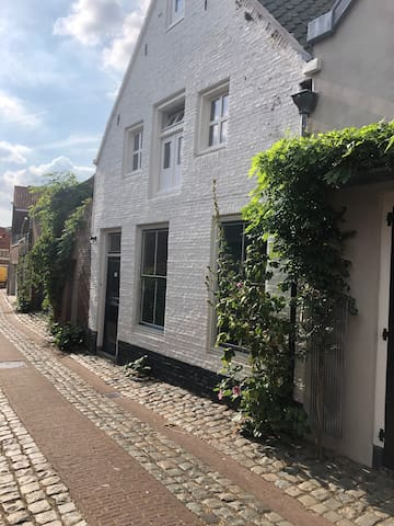 leuke stadswoning midden in centrum Middelburg