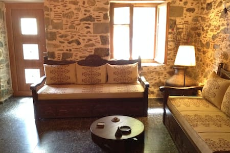 Traditional house in quiet village - Evia - Rumah