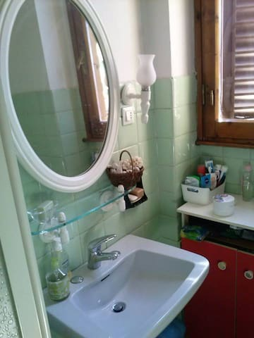 Basic Room Little Price - Florence! - Florence - Apartmen