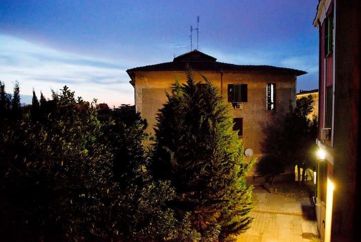 Una notte a garbatella - Roma - Bed & Breakfast