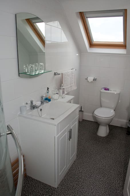 Lovely ensuite with shampoo and shower gel provided