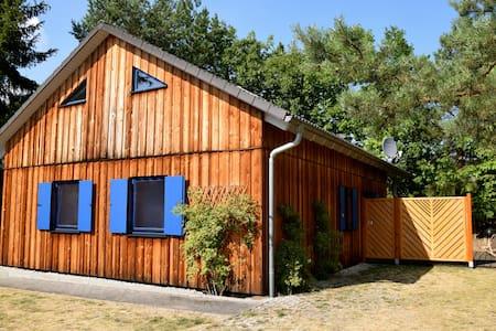 Schönes Ferienhaus am See+Terrasse