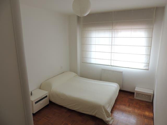 Habitación muy soleada con baño - Vilagarcía de Arousa - Appartement
