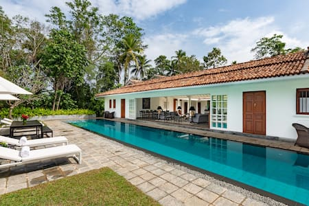 Four Bed Room Luxury Walauwa with Private Pool