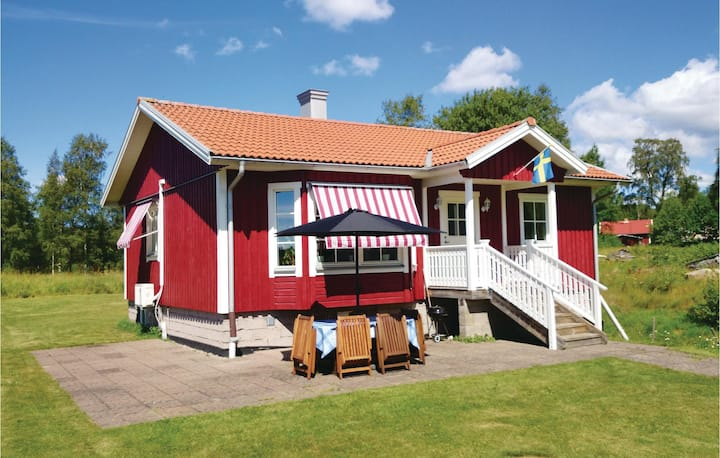 Stunning home in Gällstad with 2 Bedrooms