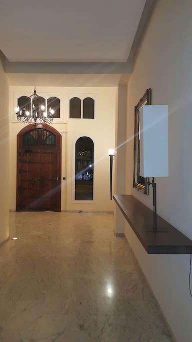 Puerta de acceso al edificio.