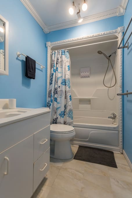 Upstairs Bathroom with Shower Gel, Shampoo, and Conditioner