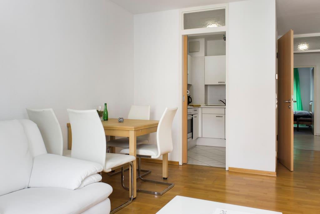 zentrale lage zimmer mit privatem badezimmer wohnungen zur miete in berlin berlin deutschland. Black Bedroom Furniture Sets. Home Design Ideas