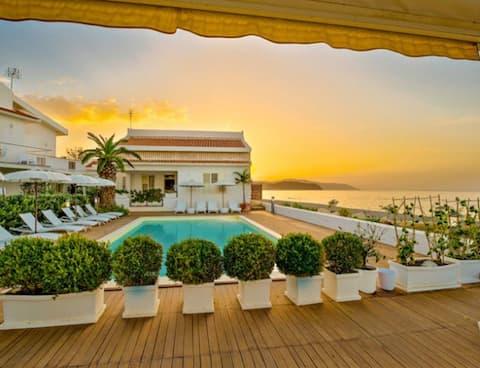 beach-side with pool-Vulcano B apt.