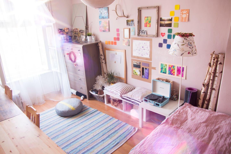 Welcome! Comfy bedroom :)