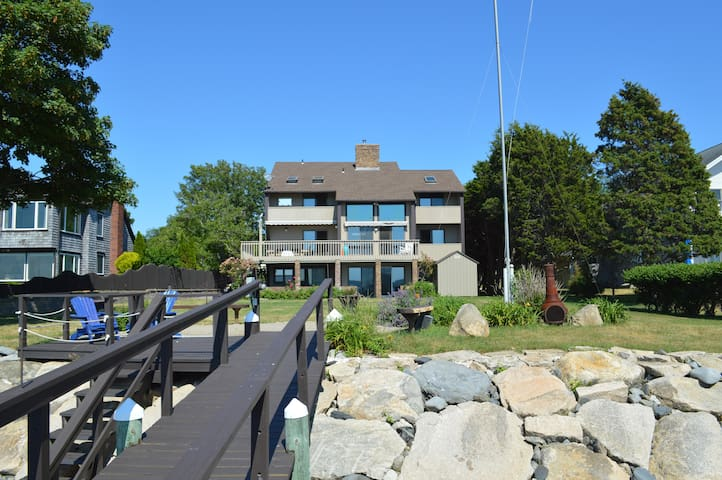 Private beach 100 ft dock dynamic sunsets paradise - Jamestown - House