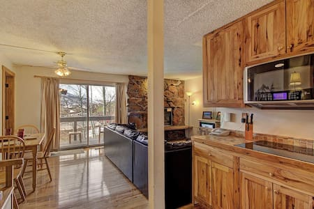 Storm Meadows E31 by Skyrun! Ski-in/out! Hot Tub! Discounted Activities! - Steamboat Springs - Condominium
