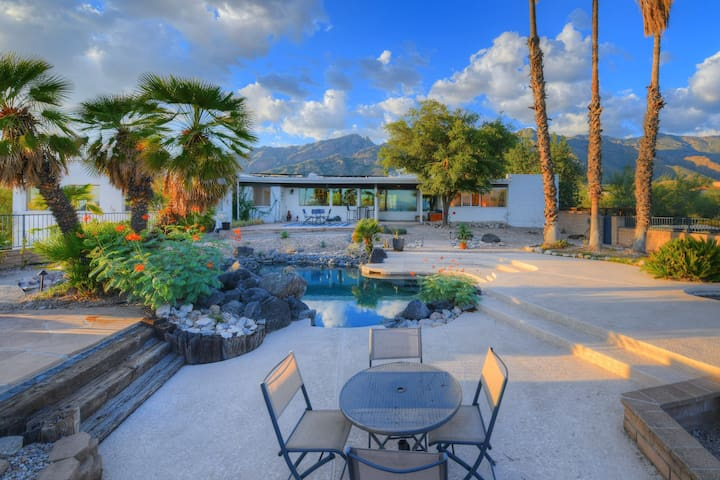 Modern beauty w/ private pool, amazing desert views & patio - dogs welcome!