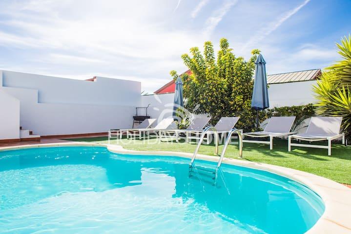 HolidayVilla Happiness with pool 14pax