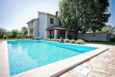 Villa ALTRA - Pavićini