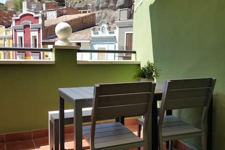 El Ático del Holandés, vistas a la muralla y wifi - Balaguer - Apartamento