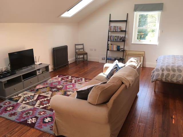 Spacious self catering flat  with shared garden
