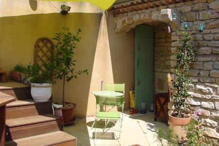 Maisonnette en pierres - Charmes-sur-Rhône - Hus