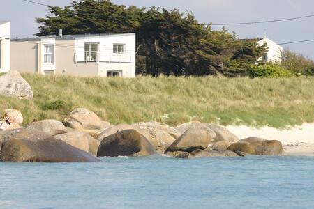 Villa les pieds dans l'eau, vue et proche mer - Kerlouan