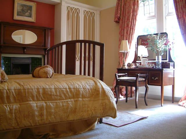 Comfortable Double Room - Dundalk - Bed & Breakfast