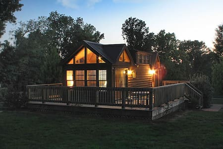 Hillside Haven Cabins-Hillside Chalet (Cabin 1)