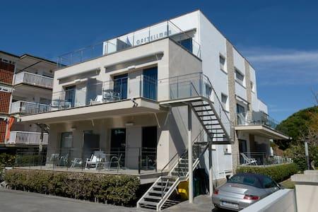 Apartamento con una terraza soleada