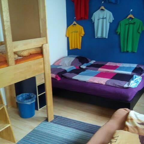 Dennis - freundliches 3-Bett-Zimmer