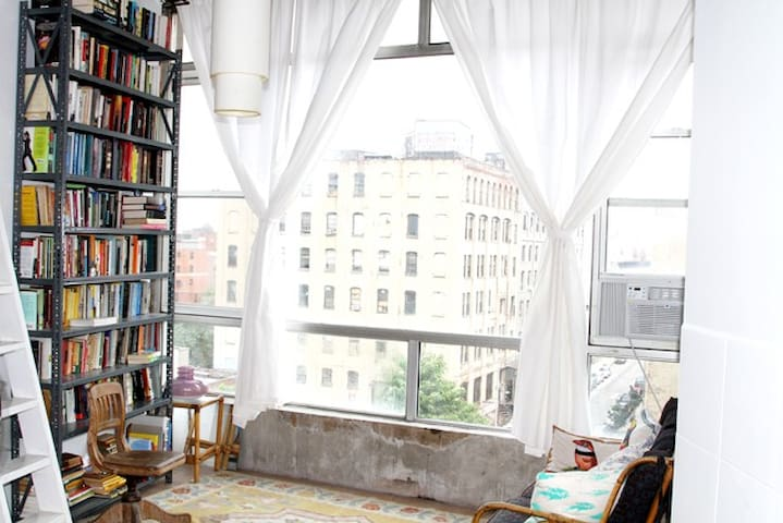 bright studio loft in artsy bldg - Brooklyn - Daire