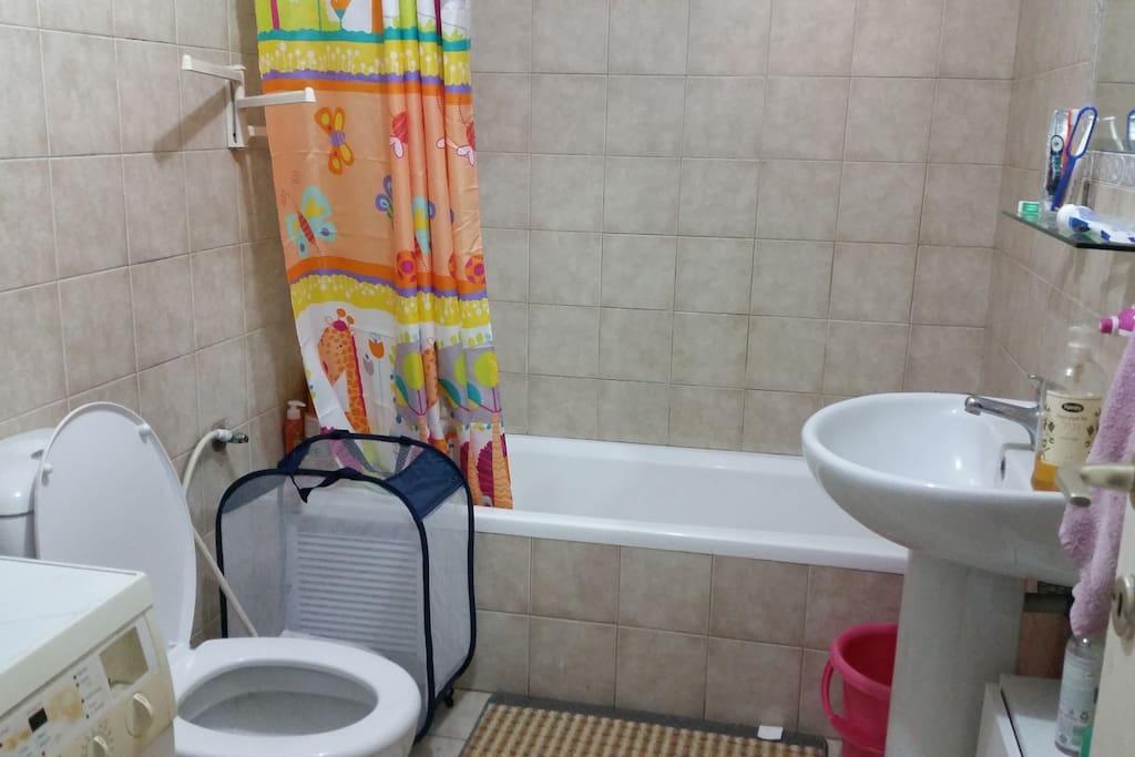 Large bathroom with washing machine!