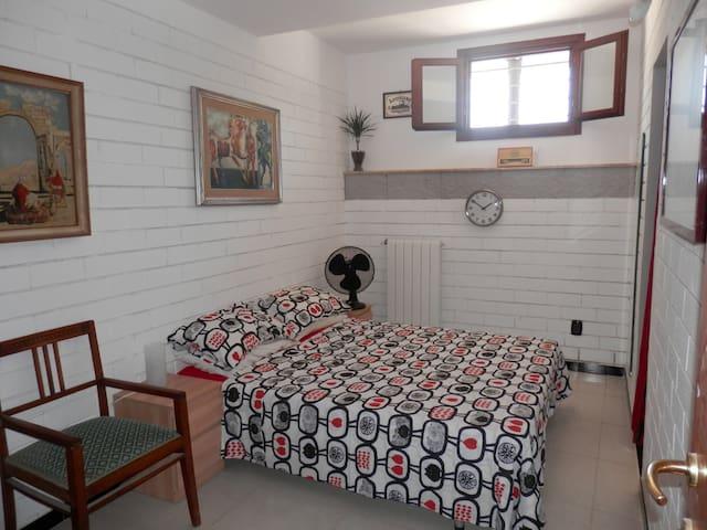 Bari, Palese, dbl room w/en suite