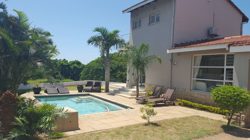 """VILLA  SHELLS  ""charming near beach - La Lucia"