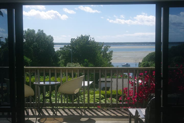 Seaview Lodge Getaway - Tanners Point
