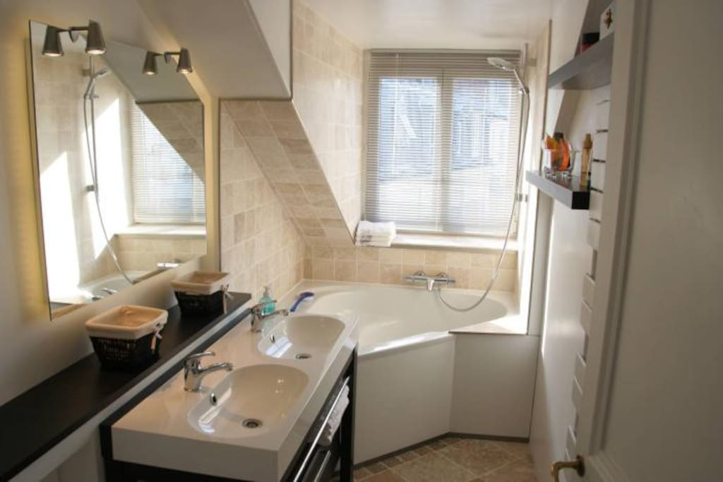 Bathroom with marble finish