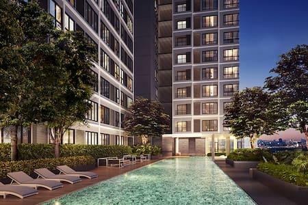 50M to skytrain+Pool view+Supernet - Apartament