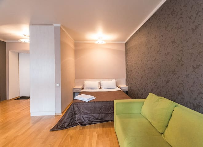 Street view studio apartment with shower ID162