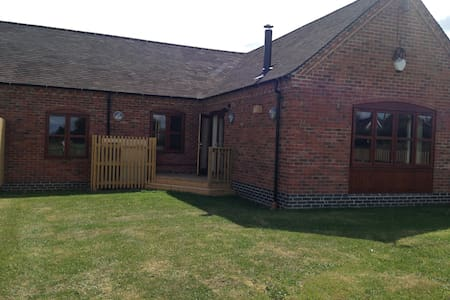 Saddleback Cottage, superb quality, rural location - Hadley End - Casa