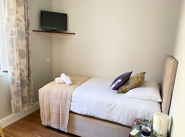 Cosy Single En-Suite Room - Central Location