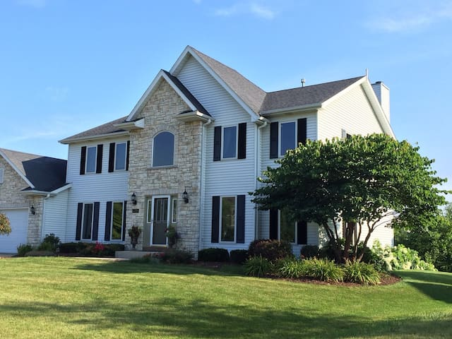 A large space for a large family - Pleasant Prairie - House