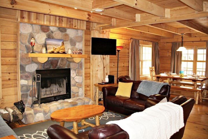 White Dog Cabin: Unwind on the classic covered front porch of this upscale log cabin tucked in a wooded association with Goshorn Lake access.