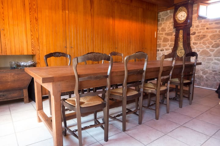 MAISON DE CAMPAGNE - GRAND TERRAIN - Liginiac - Σπίτι
