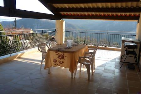 Appartement villa 40kms de Nice. - Bouyon - Apartment