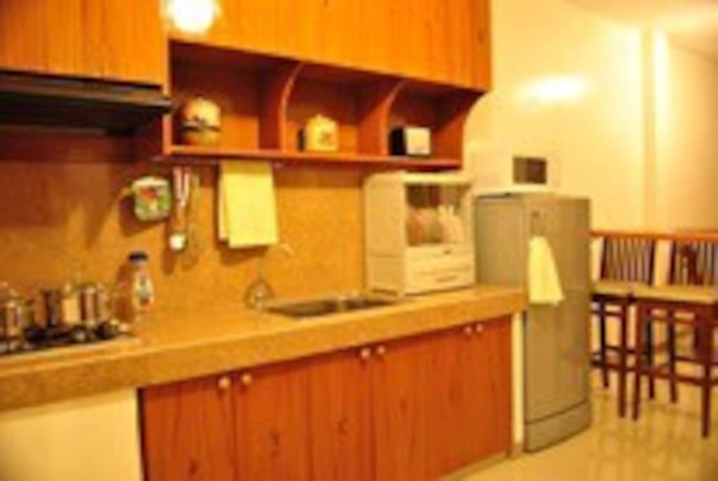Kitchenette with cooking pans & crockeries