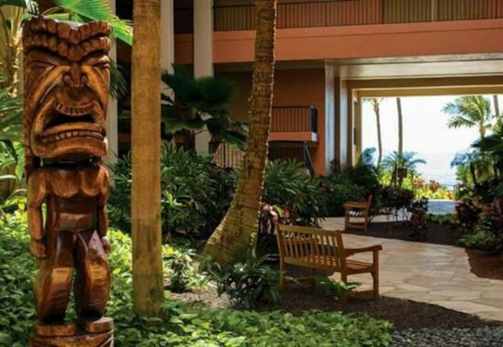 Lobby entrance open air with warm breezes.