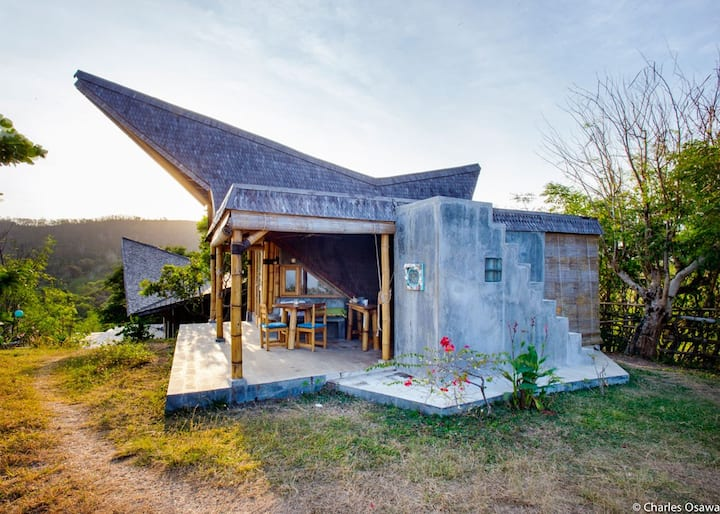 Bamboo Eco Bungalow with the most amazing views!