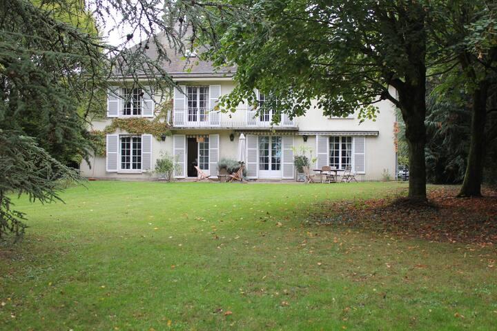 chambre dans maison familiale 15 mn centre-ville - Chartres
