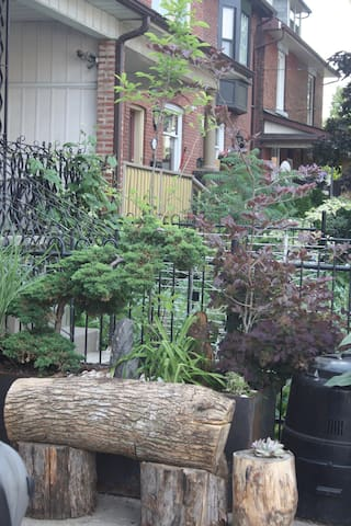 Gorgeous Bloordale Living