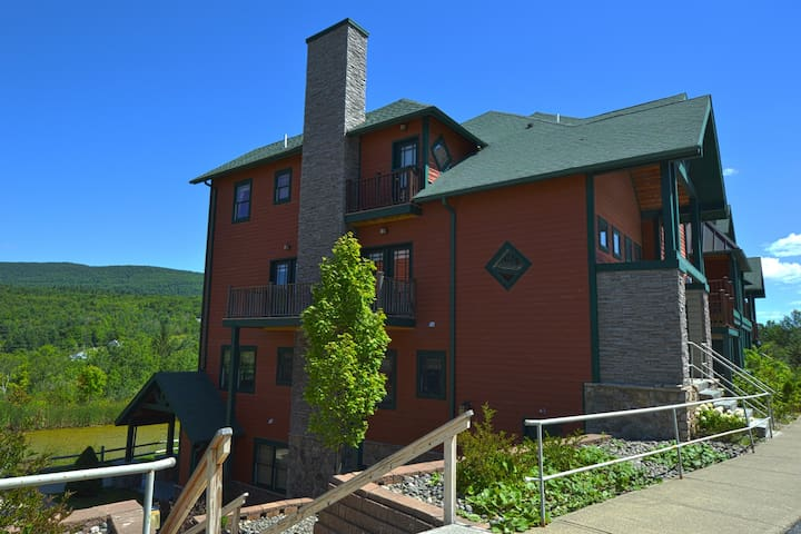 Hunter Mtn - 2 BR Condo - Ski On/Off Access